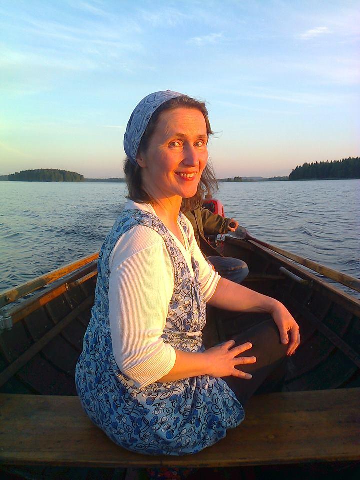 Minna Kettunen luennoi Halosenniemessä. Kuva on Halosten sukutilan ja Pekka Halosen syntymäpaikan Linnansalmen vesiltä.
