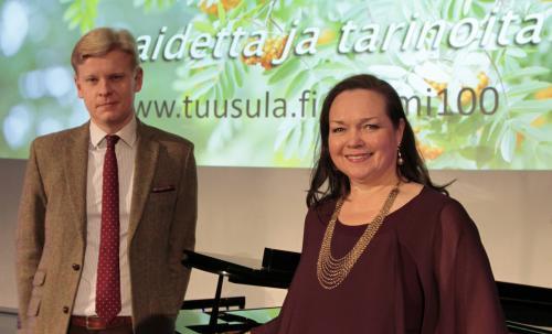 Janne Hovi ja Taina Piira Suomi 100 juhlavuoden tunnelmissa. Kuva Tarja Kärkkäinen