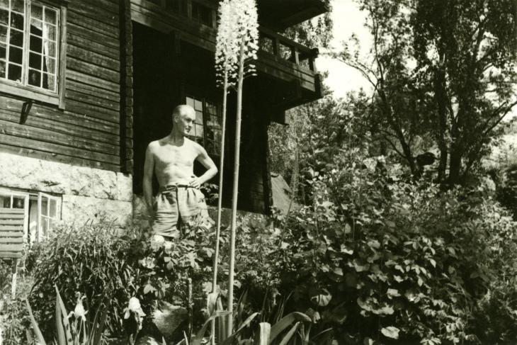 Antti Halonen Halosenniemen edustalla vuonna 1953. Kuva Tuusulan museo